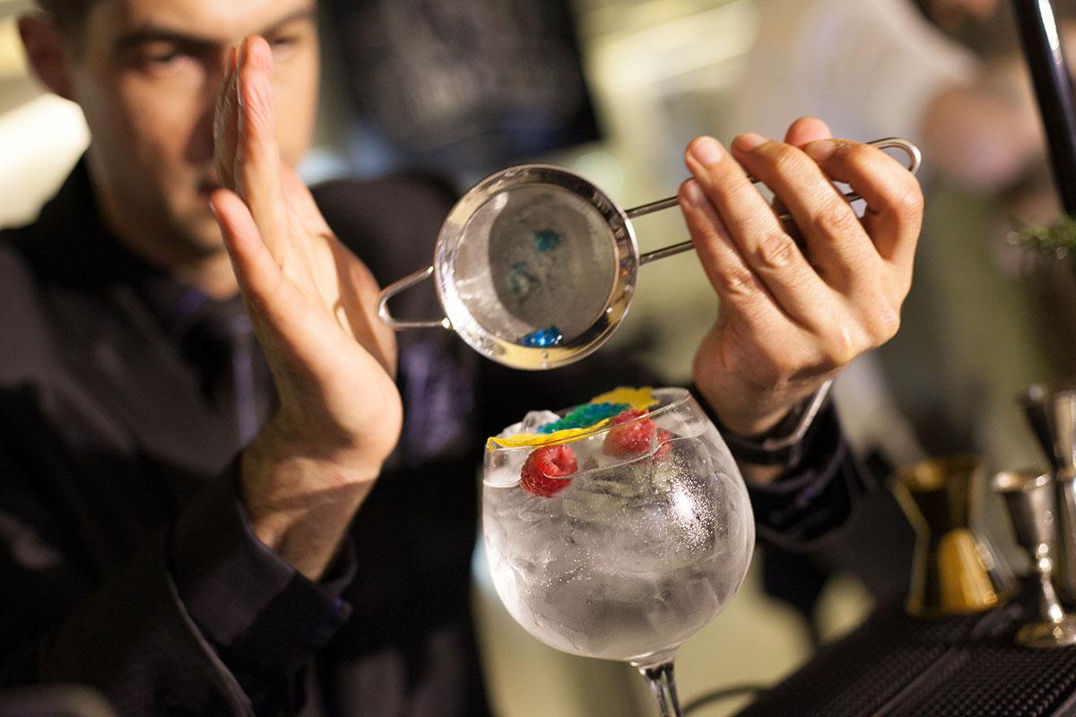 Feira da Garrafeira Soares Bar de Gin