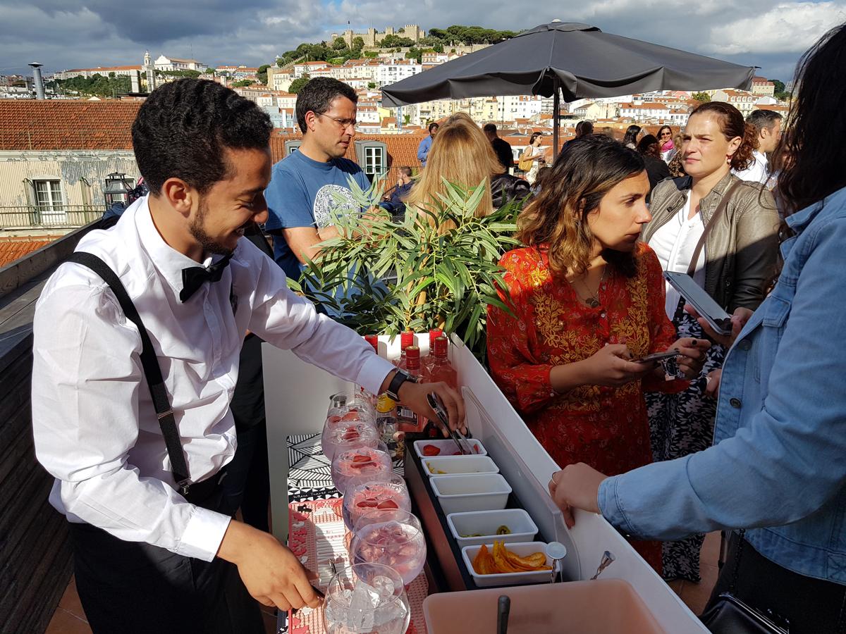 Serviço de Gin Rooftop Beautique Hotel Art Inn